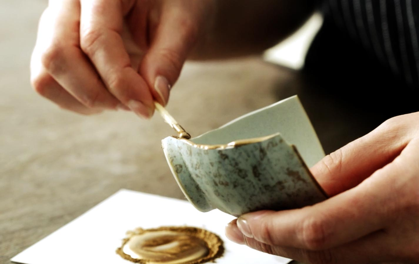 Kintsugi, Japanese art of getting beauty through breaks