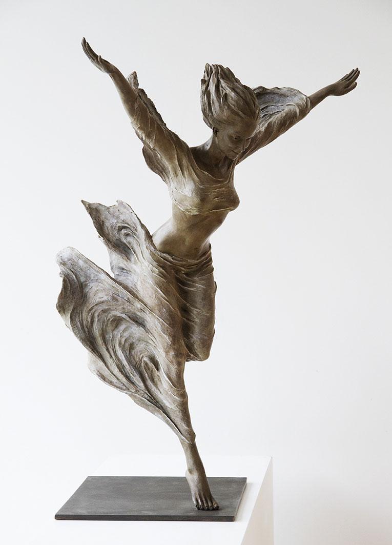 luo-li-rong-esculturas-en-bronce-de-mujeres-a-tamano-real