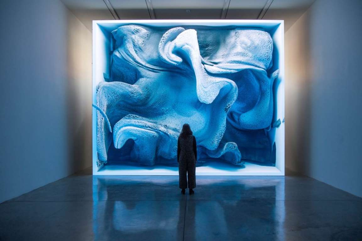 Refik Anadol: recuerdos y emociones convertidas en esculturas digitales en movimiento