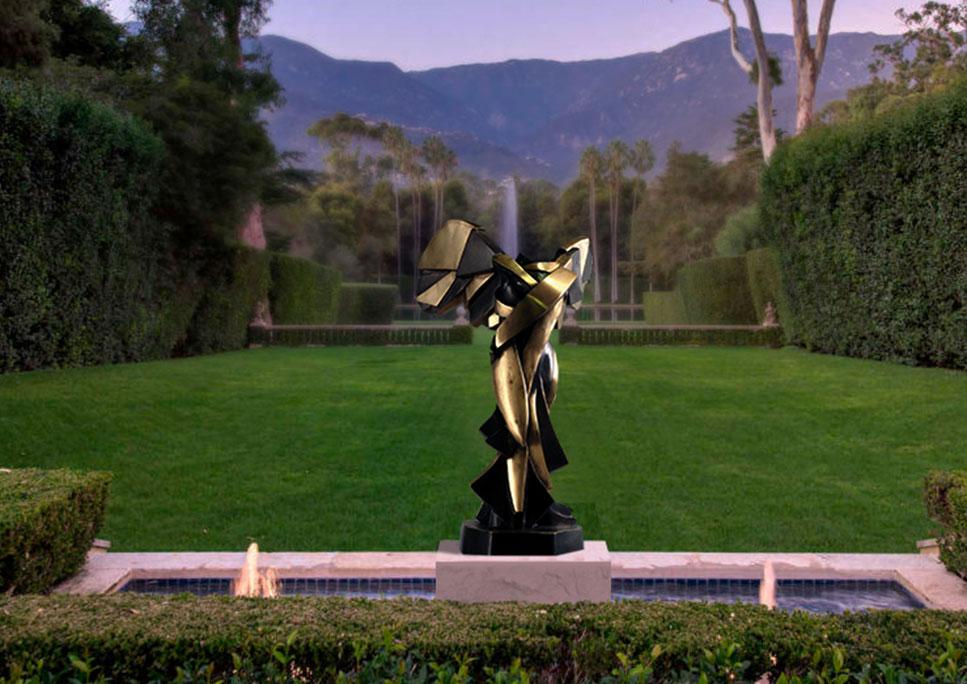 armonia-samotracia-en-bronce-de-fundicion-jardin-noche
