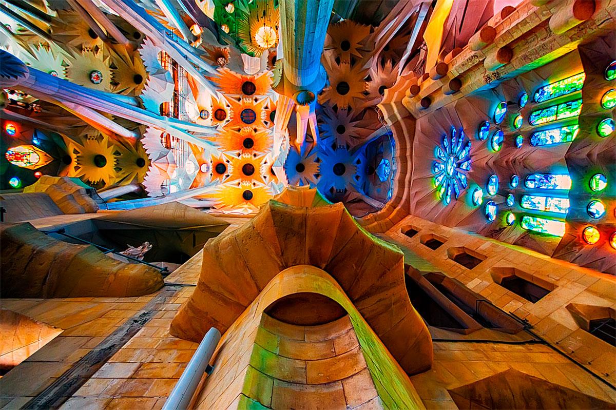 La Sagrada Familia de Antoni Gaudi como nunca la habías visto